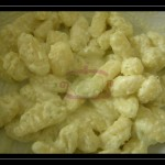 Gnocchi di patate con crema di Philadelphia, mandorle e basilico fresco