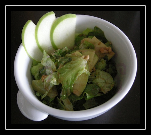 Insalatina di lattuga, granny smith e noci