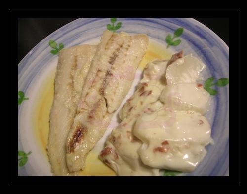 Filetto di merluzzo alle mandorle e spumante con rape alla besciamella di ceci e prosciutto crudo