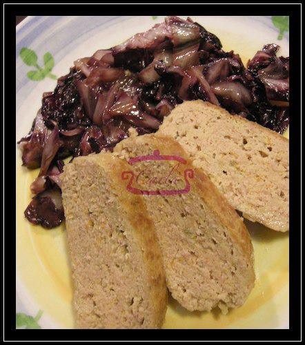 Polpettone arrosto accompagnato da radicchio brasato sfumato con salsa di soia