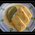 Terrina di polenta con gamberetti su crema di coste e noce moscata