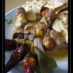 Tortillas di ceci con verdurine e piccoli spiedini di carne