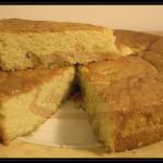 Torta alla panna con farina di polenta fioretto e mele caramellate al moscato