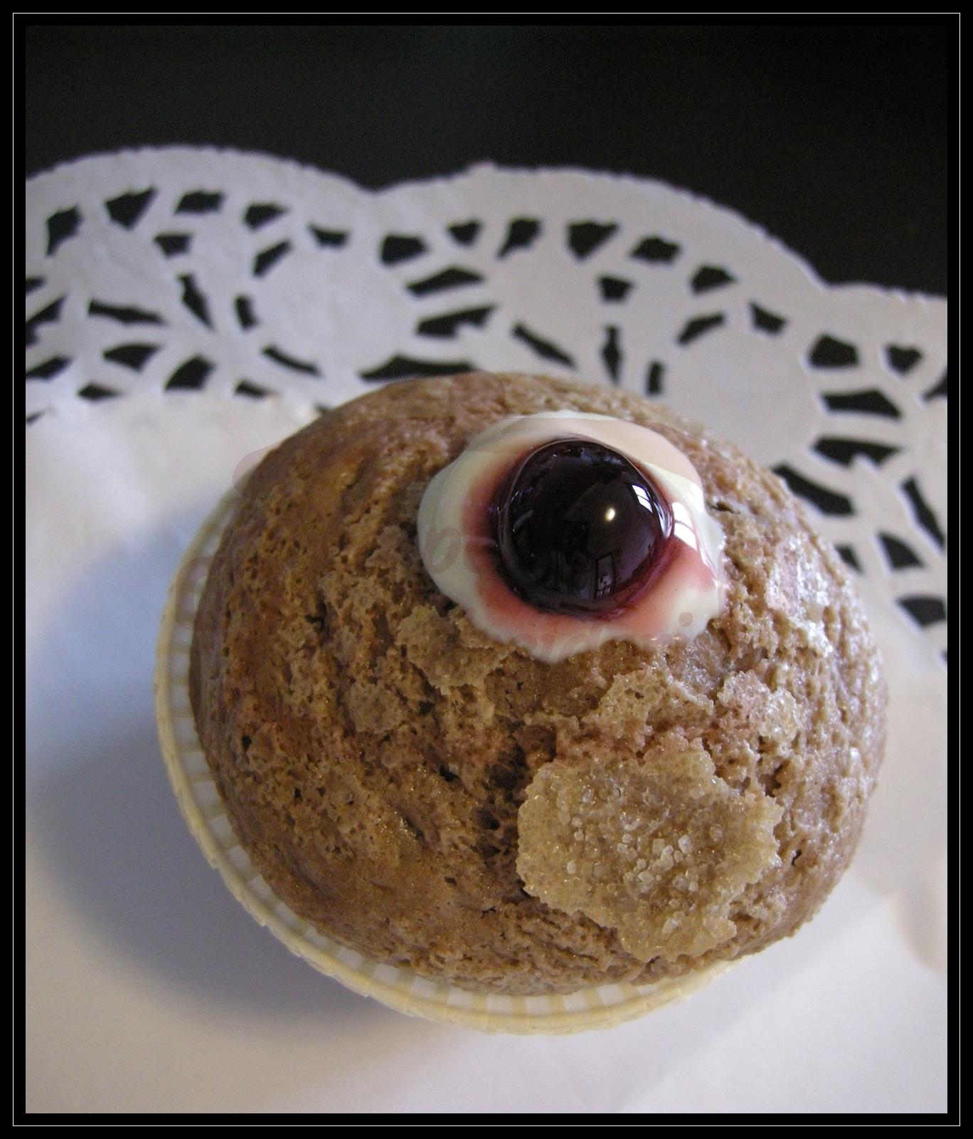 Muffin con crema al cioccolato farciti con crema alla vaniglia ed amarene