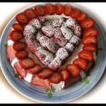 Cheesecake con fragole e sciroppo di amarene