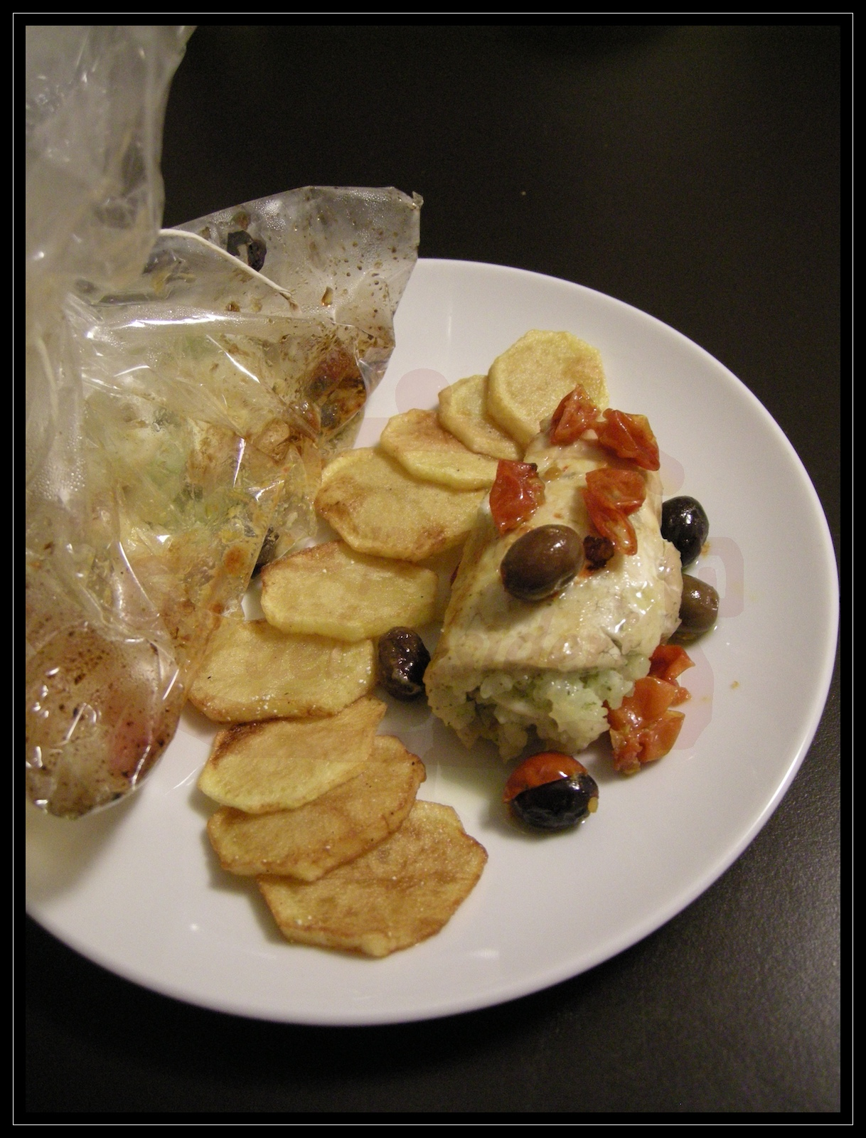 Involtino di branzino in carta fata con pomodorini ed olive taggiasche