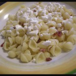 Conchigliette al salame croccante e briciole di primo sale