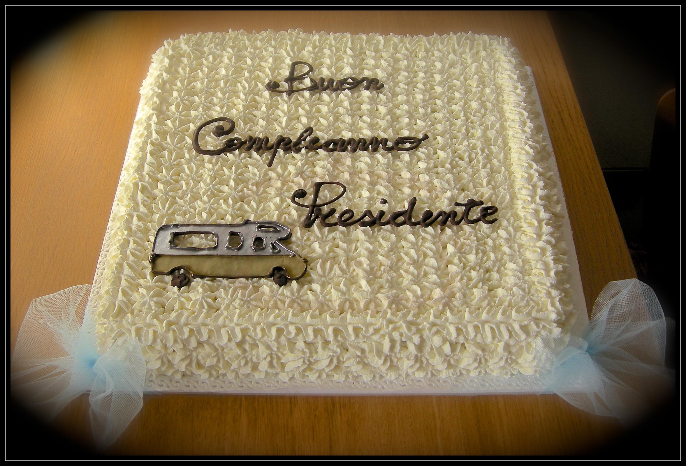 """Torta compleanno: """"Auguri presidente!"""""""