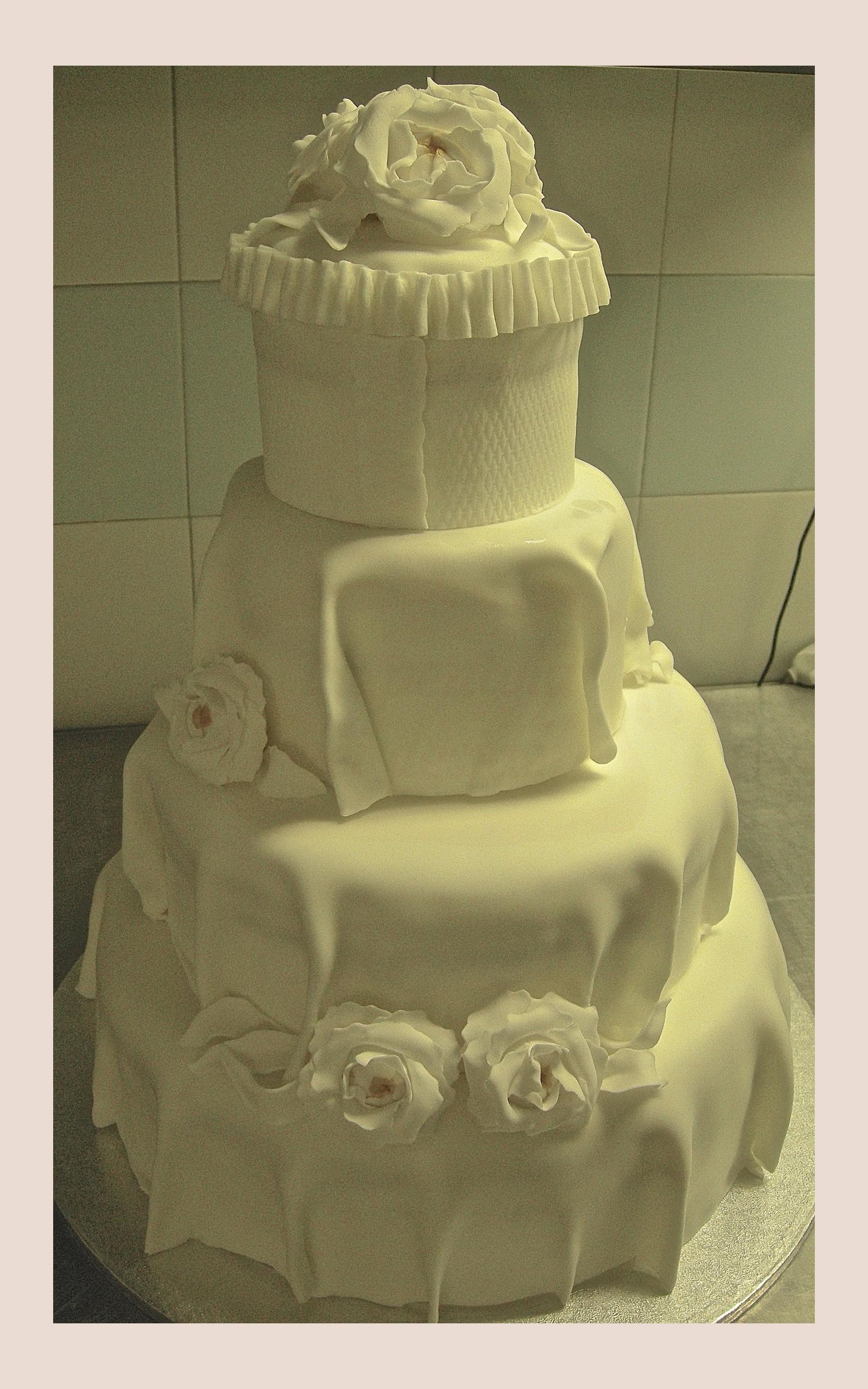 "Wedding cake: ""White flowers"""