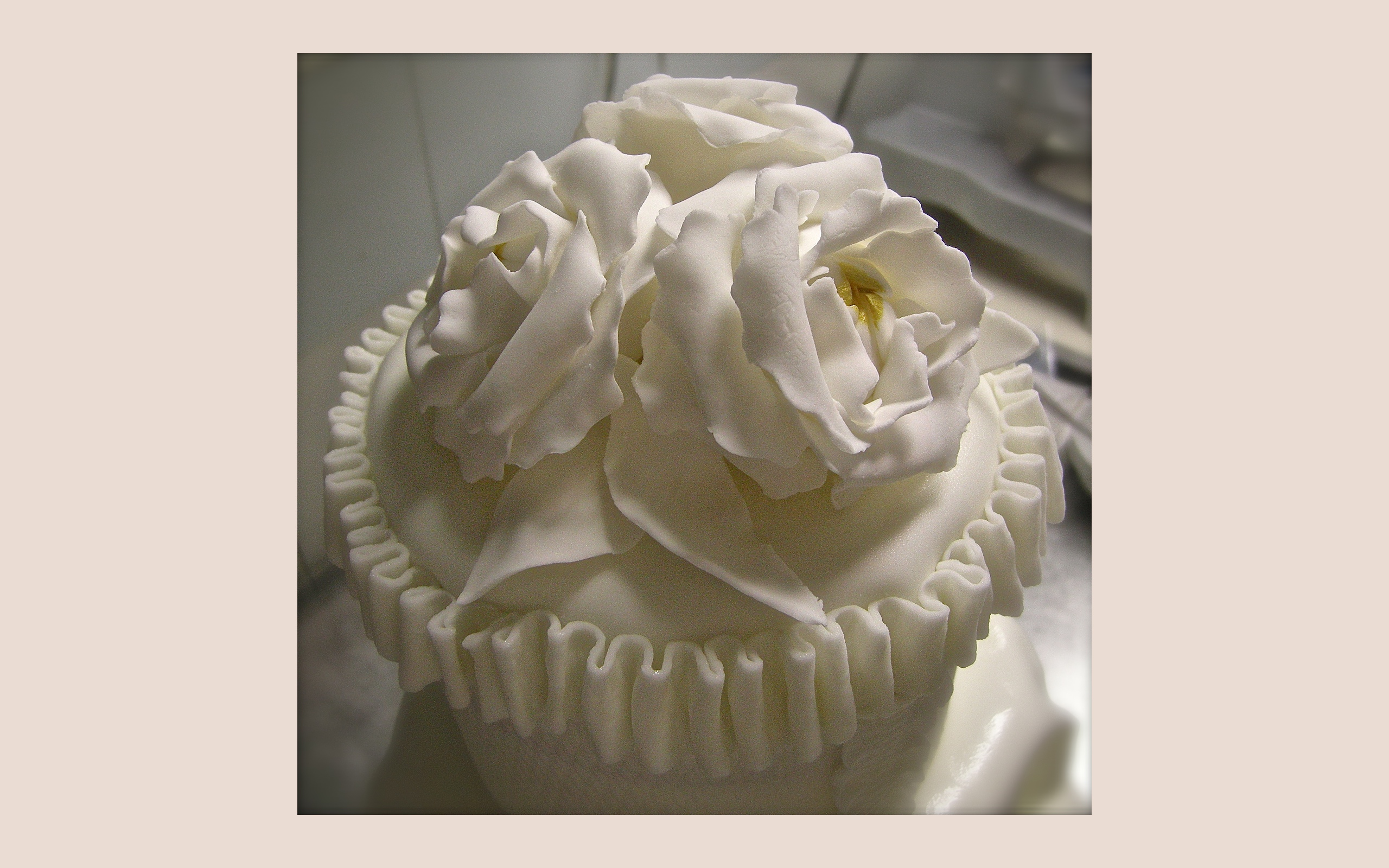 "Wedding cake: ""White flowers"" (dettaglio del top)"
