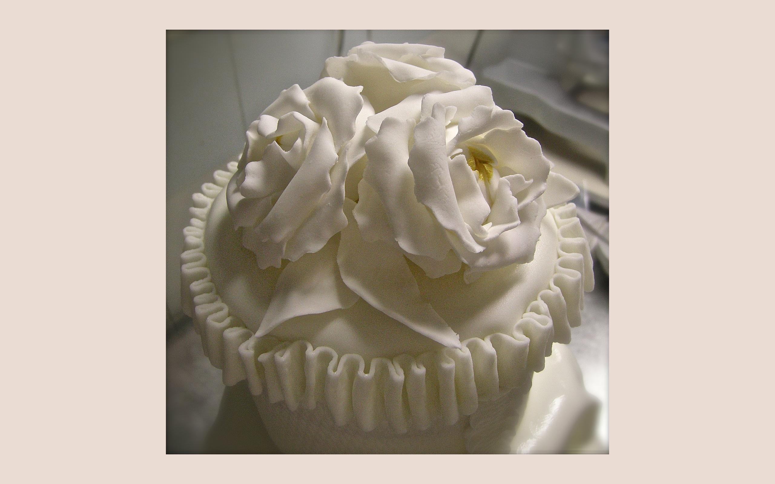 "Wedding cake: ""White flowers"" (dettaglio del top)"