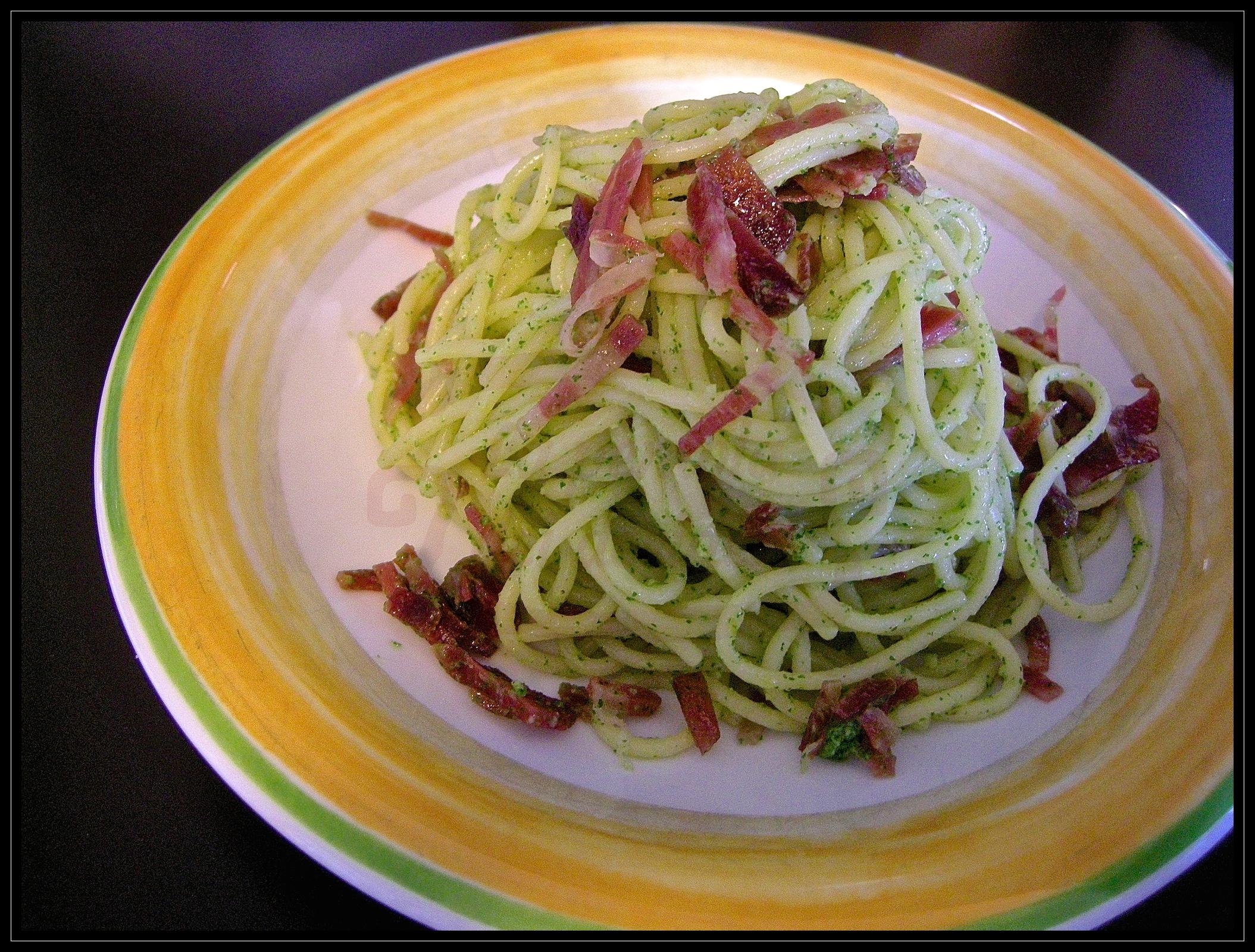 Spaghetti al pesto di rucola e coppa piacentina