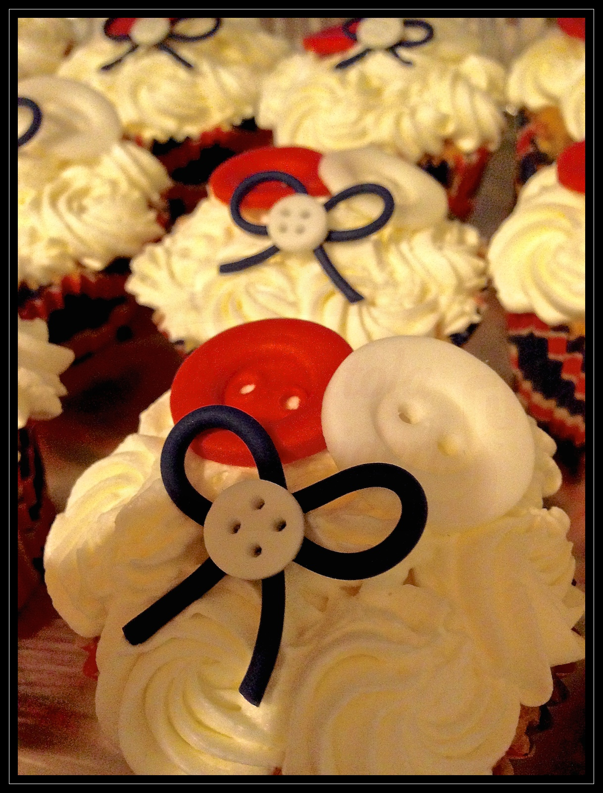"""Weddingcake: """" Love and buttons on the union jack """""""