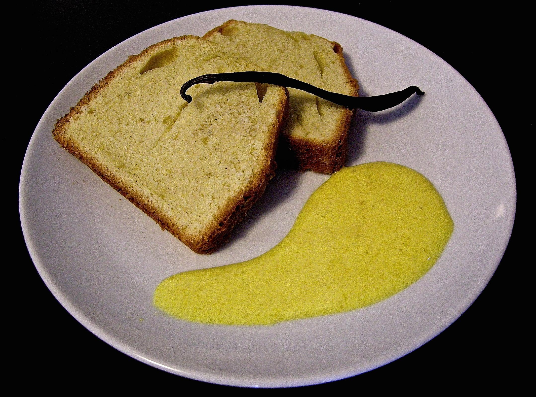 Plum cake alla vaniglia e cannella con zabaione