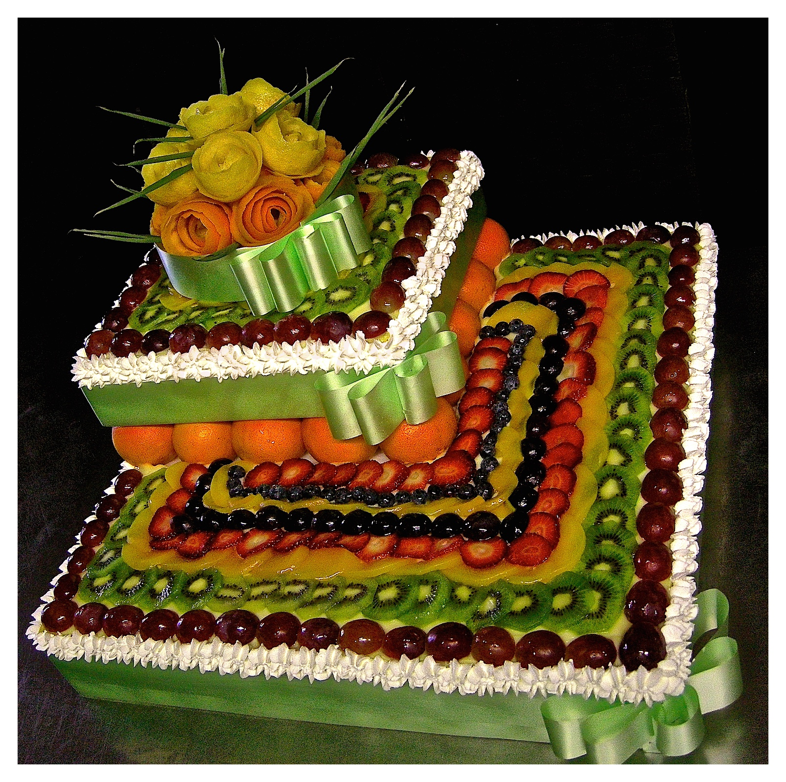 "Wedding cake: "" In love fruit """