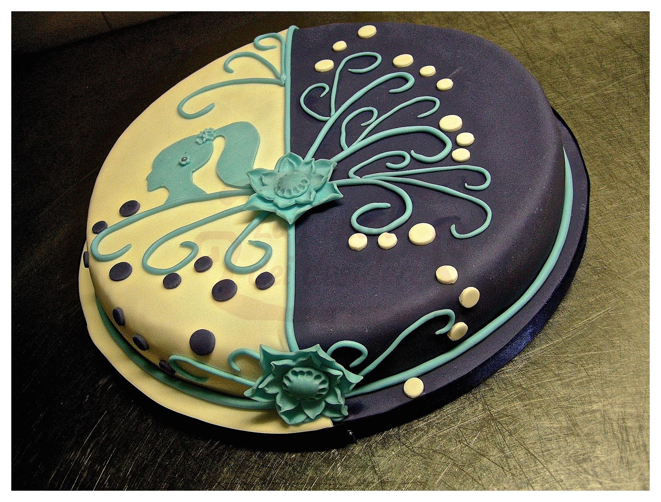 """Torta compleanno: """"Signorina style"""""""