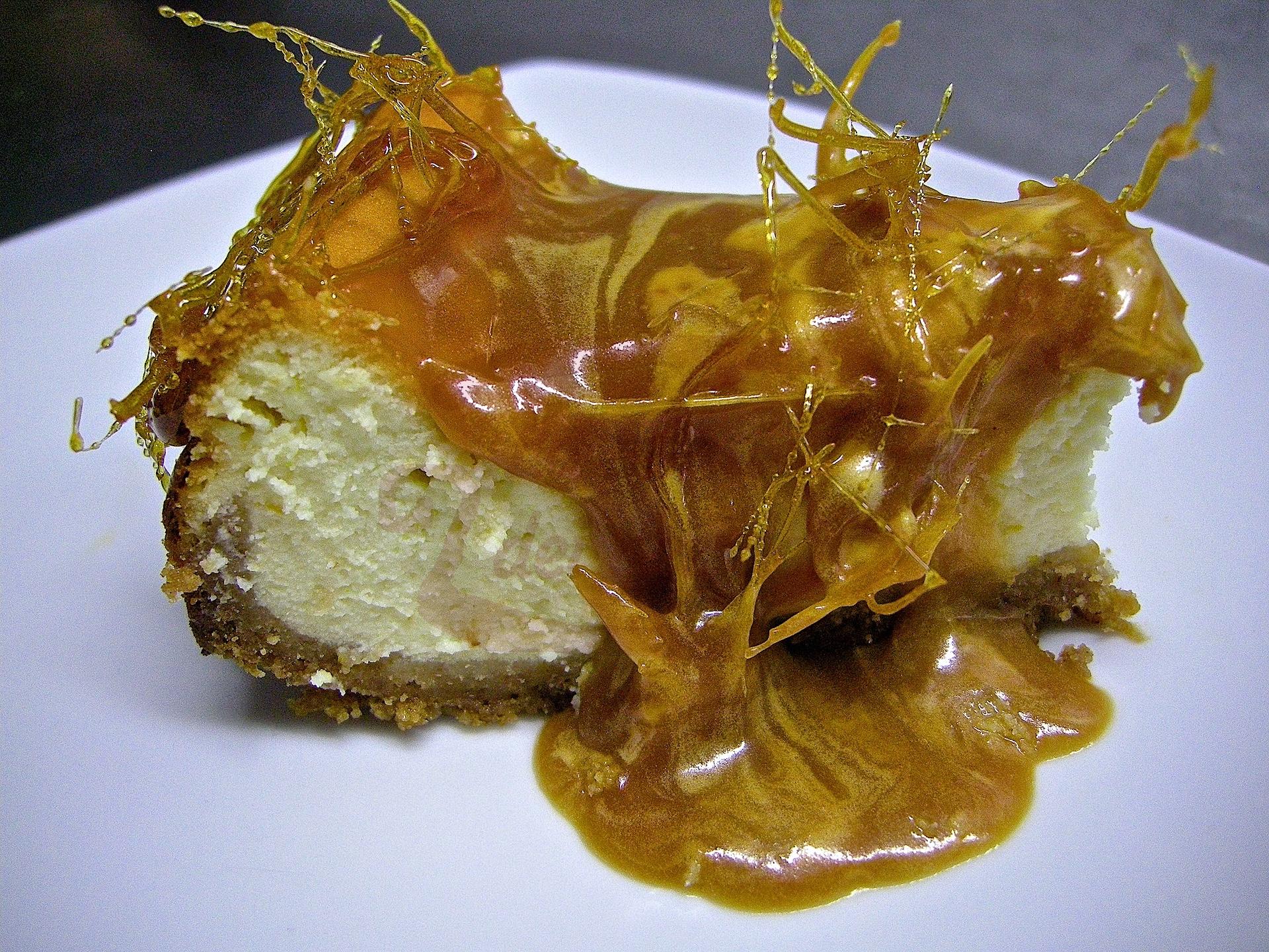 Cheesecake arancia, mou e fili di caramello