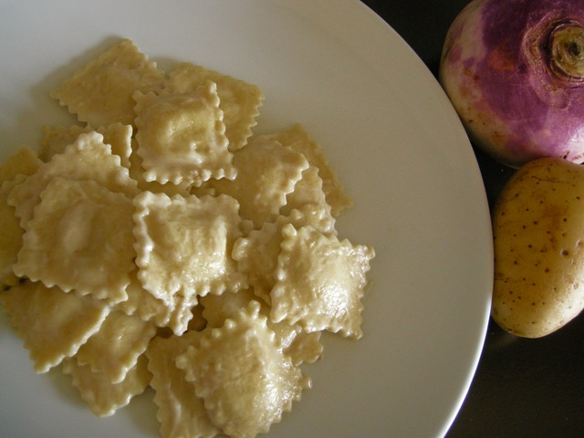 Ravioli al kamut con rape e patate all'acciuga