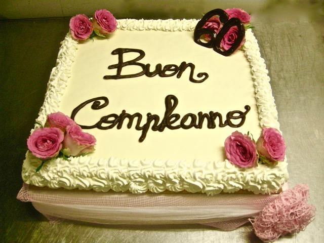 Torta compleanno 60 in rosa la pentola dei desideri for Decorazioni per torta 60 anni